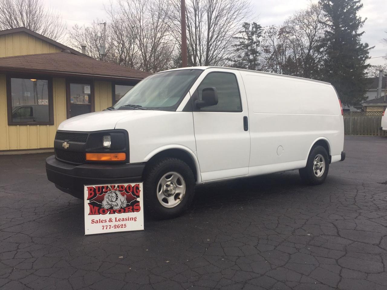 Photo of White 2006 Chevrolet Express 1500