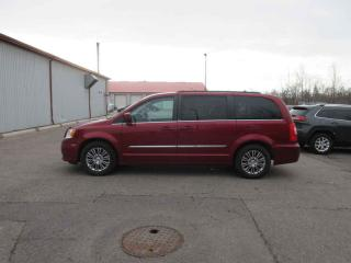 Used 2013 Chrysler Town & Country Touring FWD for sale in Cayuga, ON