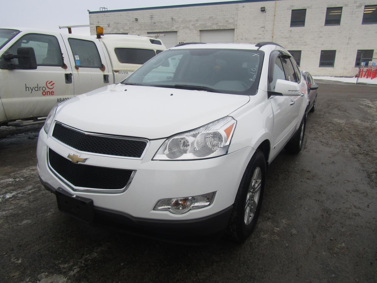 Photo of White 2010 Chevrolet Traverse