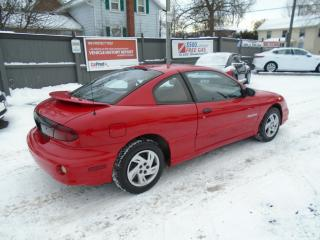 Used 2000 Pontiac Sunfire SE for sale in Sutton West, ON