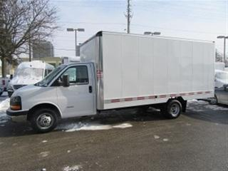 Used 2015 GMC Savana 4500 16 1/2 ft aluminum box gas cube van for sale in Richmond Hill, ON