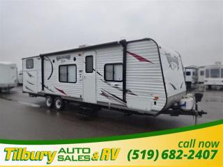 Used 2013 Forest River Wildwood X-Lite 281QBXL for sale in Tilbury, ON