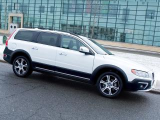 Used 2014 Volvo XC70 T6|AWD|REARCAM|LEATHER|BLIS for sale in Scarborough, ON