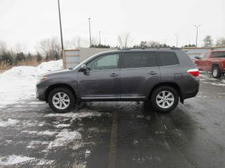 Used 2012 Toyota Highlander 4WD for sale in Cayuga, ON