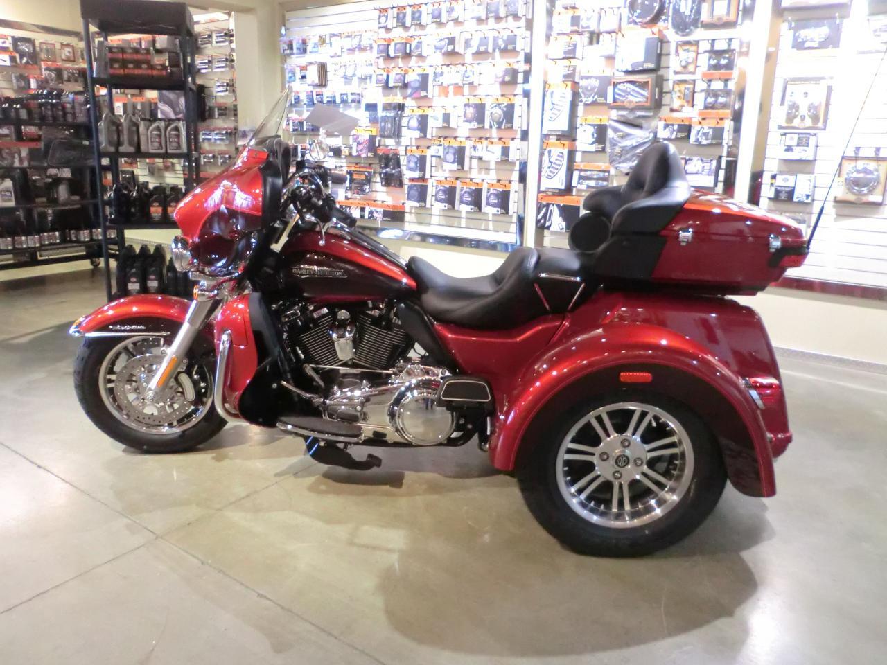 2018 Harley-Davidson Tri-Glide FLHTCUTG TRI GLIDE ULTRA