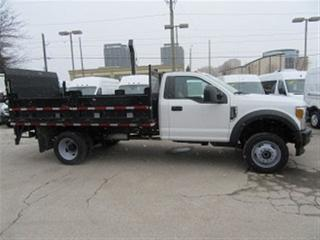 Used 2017 Ford F-550 4x4 12 ft flat deck plus lift gate for sale in Richmond Hill, ON