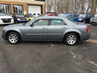 Used 2006 Chrysler 300 Berline 4 portes 300 à traction arrière for sale in Saint-sulpice, QC