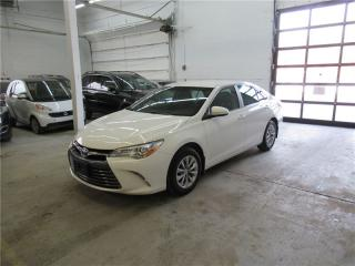 Used 2016 Toyota Camry LE for sale in Montreal, QC