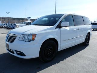 Used 2015 Chrysler Town & Country Familiale 4 portes Tourisme avec cuir for sale in Vallee-jonction, QC