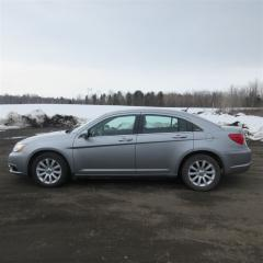 Used 2014 Chrysler 200 LX for sale in Mirabel, QC