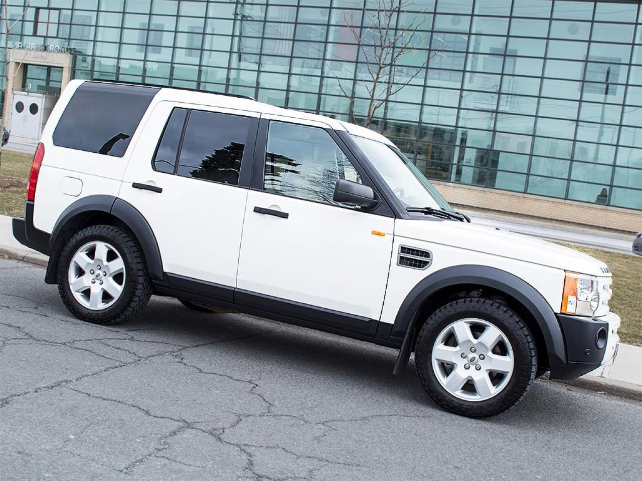 Photo of White 2007 Land Rover LR3