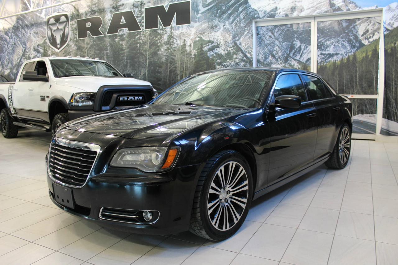 Used 2017 Chrysler 300 300C Platinum berline AWD for Sale in Laval ...