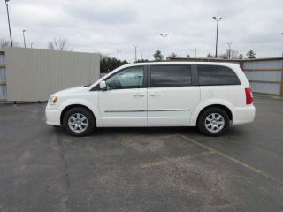 Used 2012 Chrysler Town & Country Touring FWD for sale in Cayuga, ON
