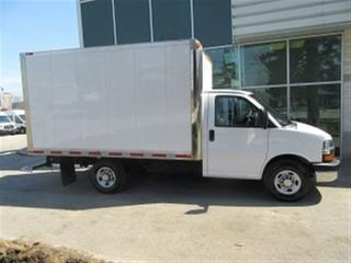 Used 2016 Chevrolet Express 3500 SRW 12 FOOT GAS CUBE VAN for sale in Richmond Hill, ON