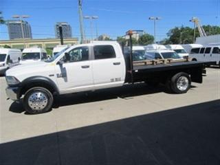 Used 2017 Dodge Ram 5500 crew cab 4x4 gas wuth 12 ft flat deck for sale in Richmond Hill, ON