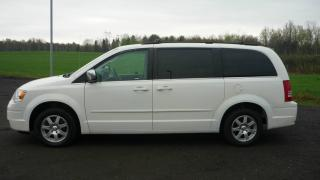 Used 2008 Chrysler Town & Country Familiale tourisme 4 portes for sale in Mirabel, QC