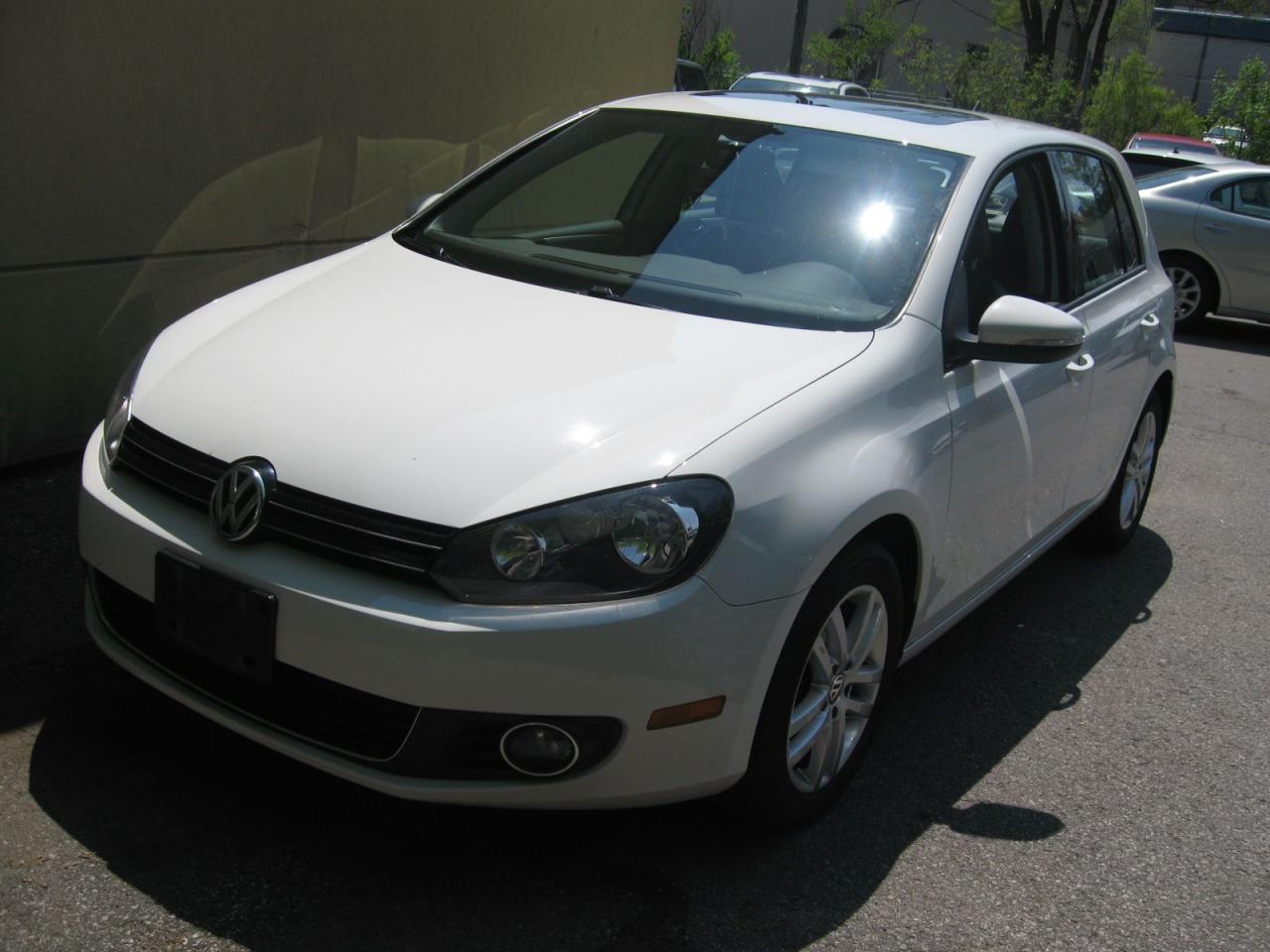 Photo of White 2011 Volkswagen Golf