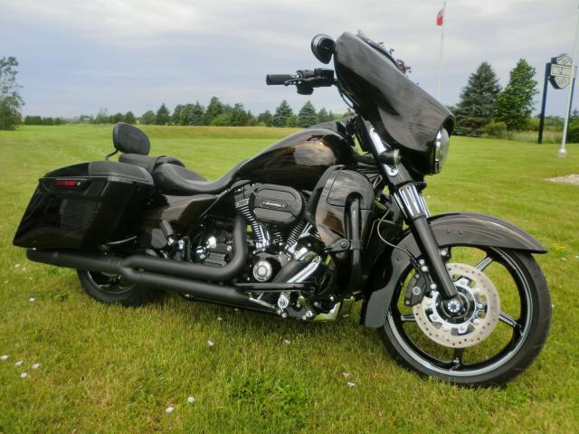 2015 Harley-Davidson Street Glide FLHXSE CVO STREET GLIDE