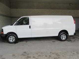 Used 2017 Chevrolet Express 2500 3/4 TON EXTENDED GAS CARGO VAN for sale in Richmond Hill, ON