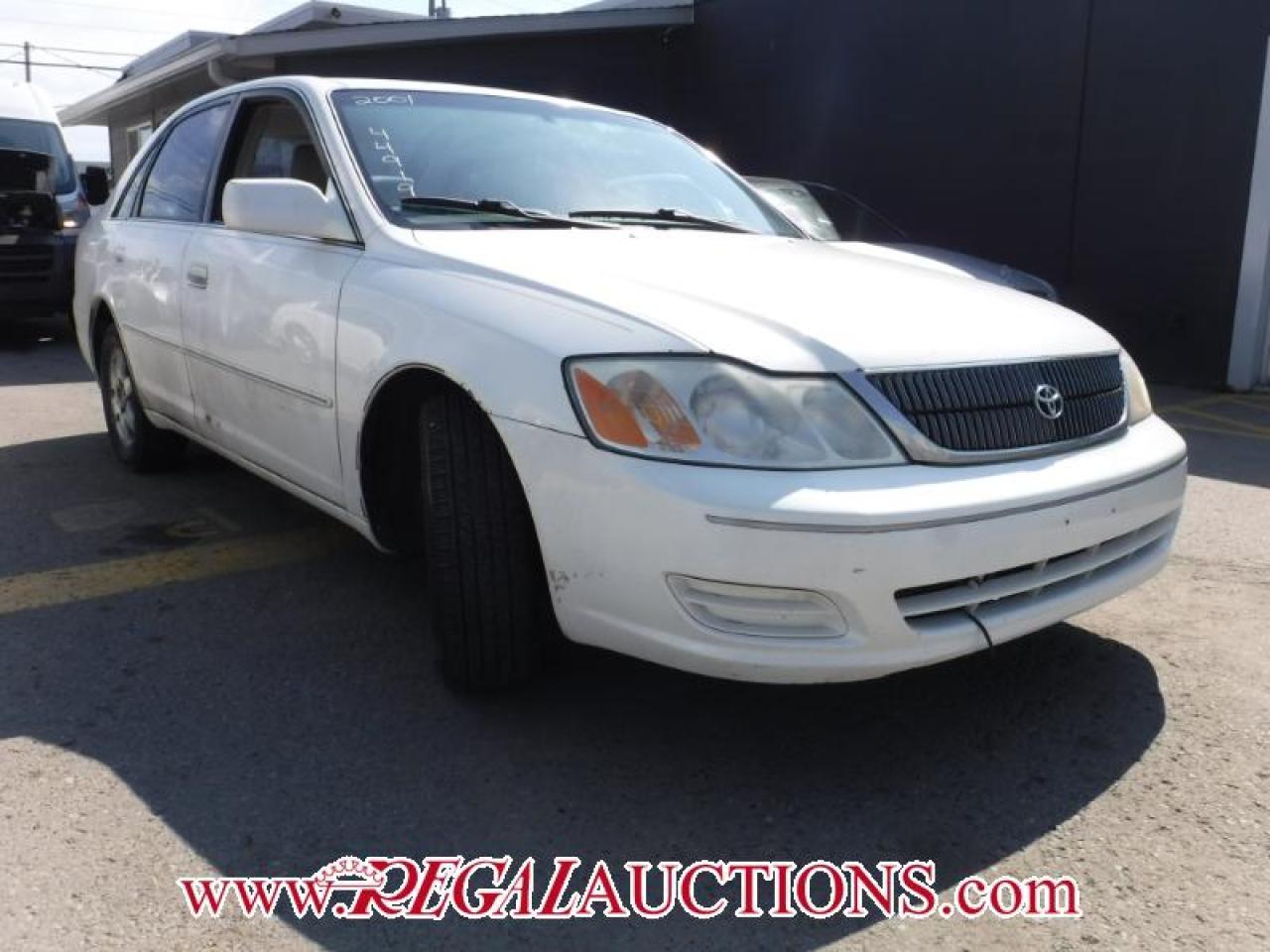 Photo of White 2001 Toyota AVALON  4D SEDAN