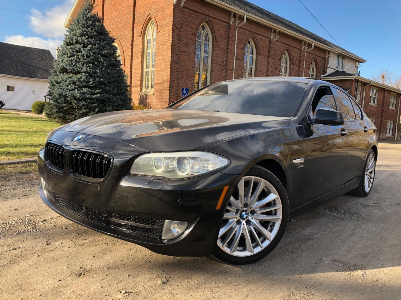 2011 BMW 5 Series 550i xDrive - FULLY LOADED - LEATHER - NAV