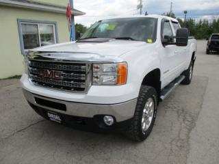 Used 2014 GMC Sierra 2500 HD 3/4 TON DIESEL WORK READY SLT MODEL 5 PASSENGER 6.6L - DURAMAX.. 4X4.. CREW.. SHORTY.. LEATHER.. HEATED SEATS.. NAVIGATION.. BACK-UP CAMERA.. for sale in Bradford, ON