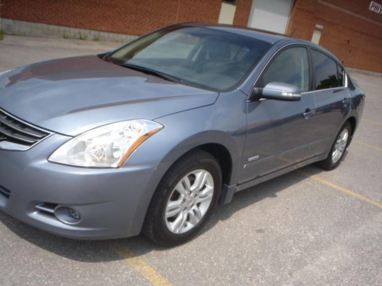 2010 Nissan Altima hybrid,navi.,leather,auto,sunroof