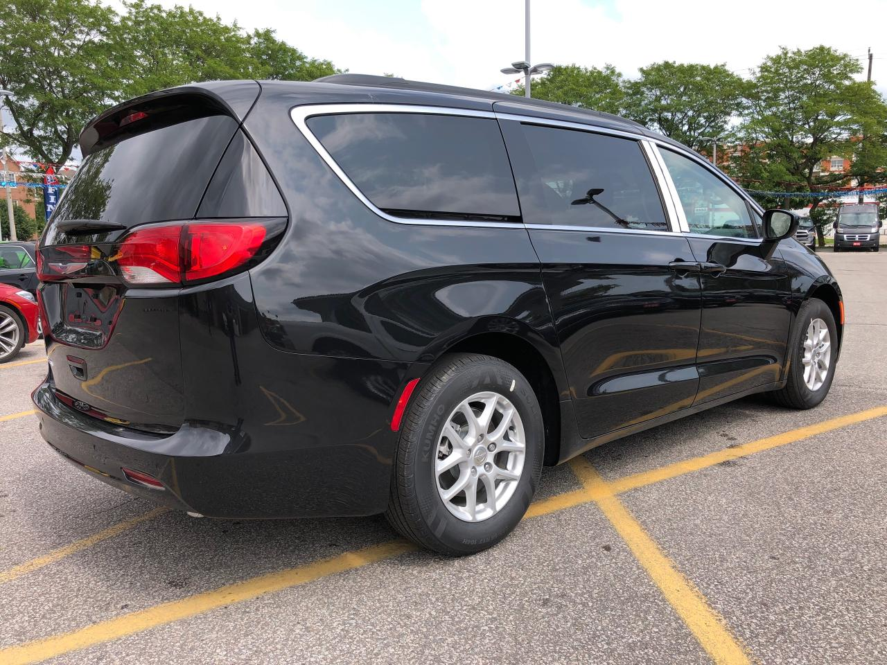 used 2018 chrysler pacifica lx pwr seat blind spot rear. Black Bedroom Furniture Sets. Home Design Ideas