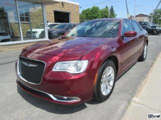 Used 2016 Chrysler 300 Cuir+pano+nav for sale in Varennes, QC