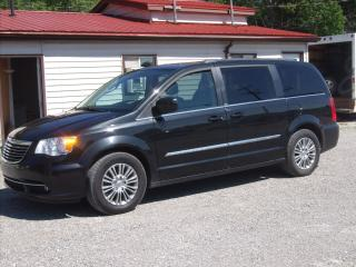 Used 2013 Chrysler Town & Country TOURING for sale in Fenelon Falls, ON