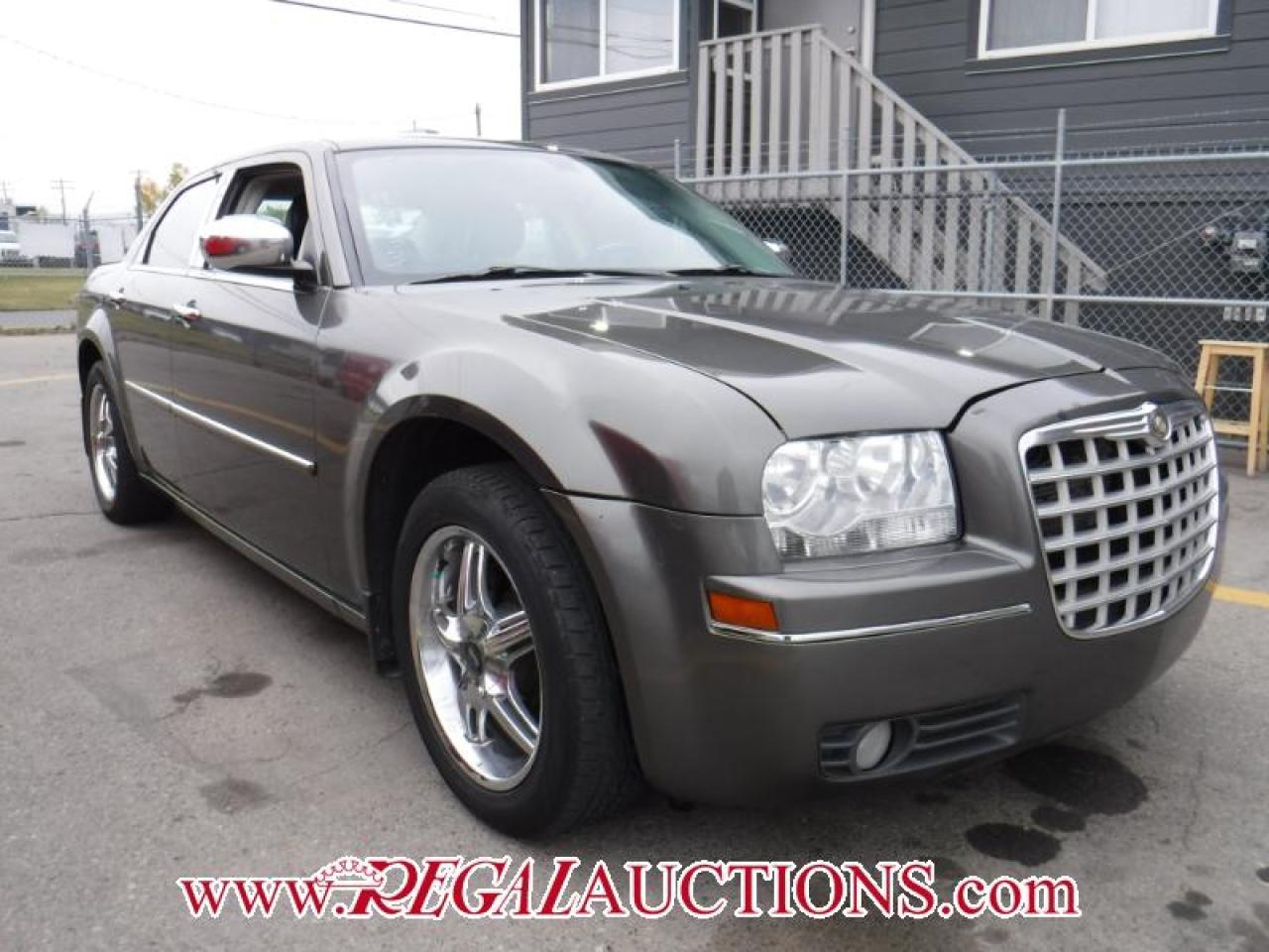 Photo of Grey 2010 Chrysler 300