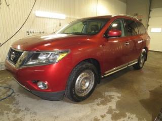 Used 2014 Nissan Pathfinder Platinum AWD for sale in Alma, QC