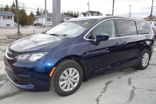 Used 2017 Chrysler Pacifica LX for sale in Sherbrooke, QC