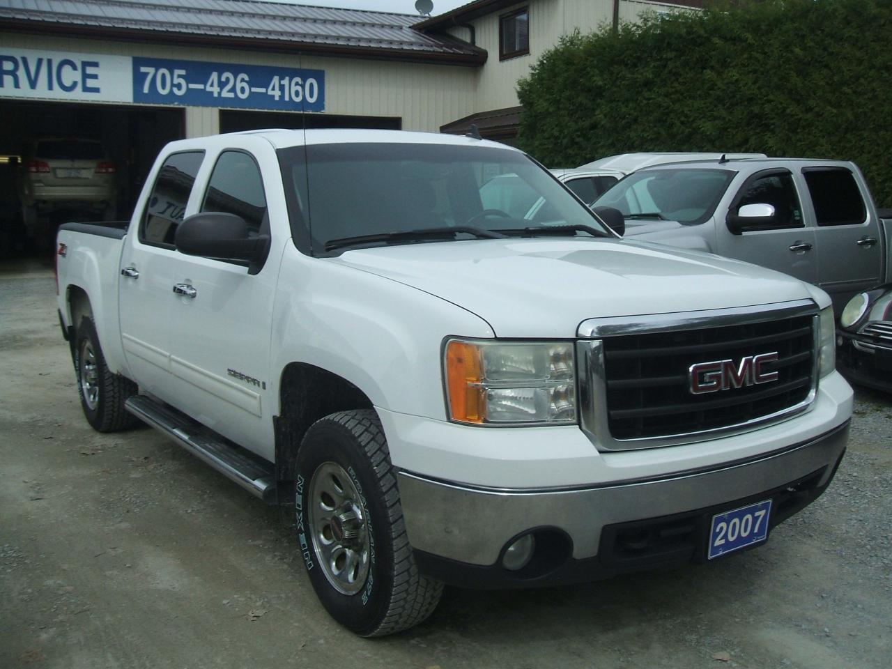 Photo of White 2007 GMC Sierra 1500