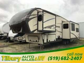 Used 2015 Prime Time Crusader 315RST Fifth Wheel Theatre Seating. Kitchen Island. 3 Slides. for sale in Tilbury, ON