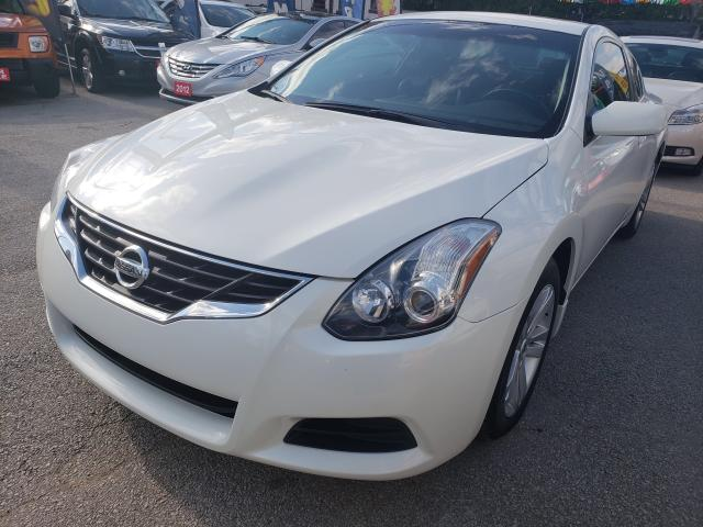 2013 Nissan Altima Back-up camera/Bluetooth/Leather/Roof/Must See!!!