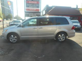 Used 2011 Volkswagen Routan Comfortline / LEATHER / SLIDING DOORS / ALLOYS / for sale in Scarborough, ON