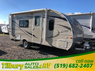 Used 2017 Forest River SHASTA OASIS 18FQ No Slides. Dinette for sale in Tilbury, ON