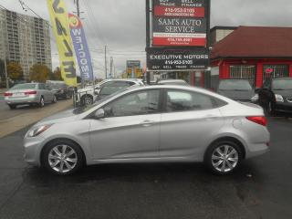 Used 2012 Hyundai Accent GLS / SUNROOF / HEATED SEATS / ALLOYS / for sale in Scarborough, ON