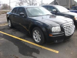 Used 2005 Chrysler 300 Berline 4 portes 300 à traction arrière for sale in St-Sulpice, QC
