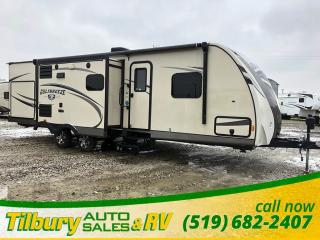 Used 2015 Gulf Stream Gulf Breeze 30RBI Outdoor Kitchen. Dinette. for sale in Tilbury, ON