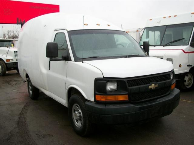 2005 Chevrolet Express 3500 Bubble Van 11 ft single wheel
