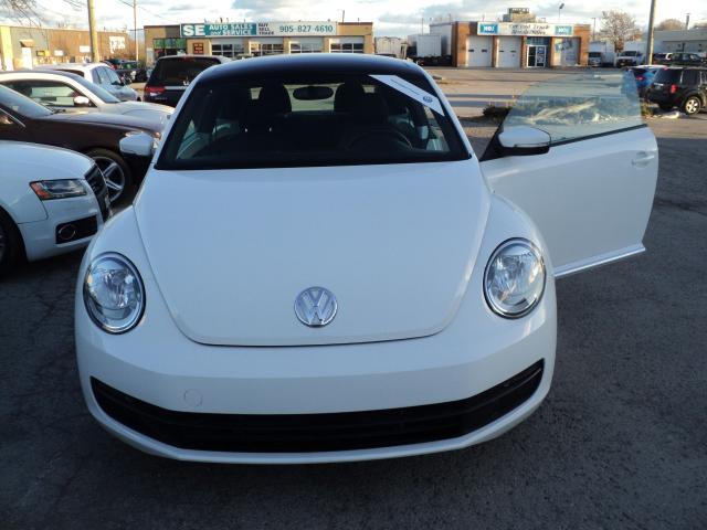2014 Volkswagen Beetle Comfortline panoramic sun roof