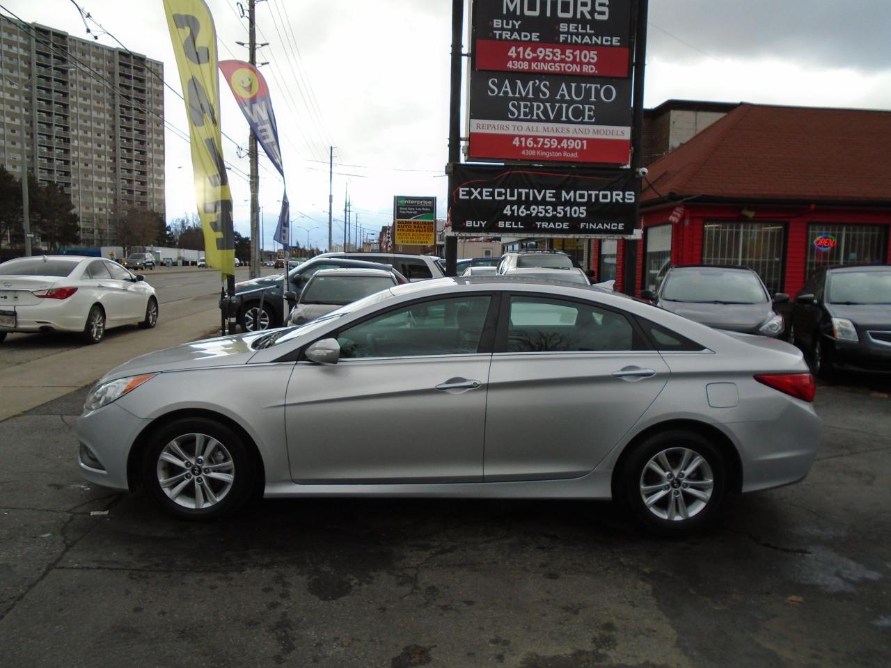 2014 Hyundai Sonata GL / LIKE NEW / LOW KM / ALLOYS / HEATED SEATS /