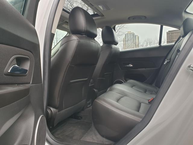 2015 Chevrolet Cruze 2LT Photo13