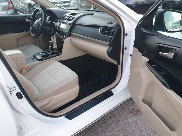 2014 Toyota Camry LE Photo14