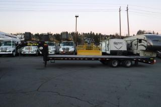 Used 2018 Big Tex 22gn -25 Bk- 5 Mr Gooseneck Tandem Axle Flatdeck Trailer with Ramps for sale in Burnaby, BC