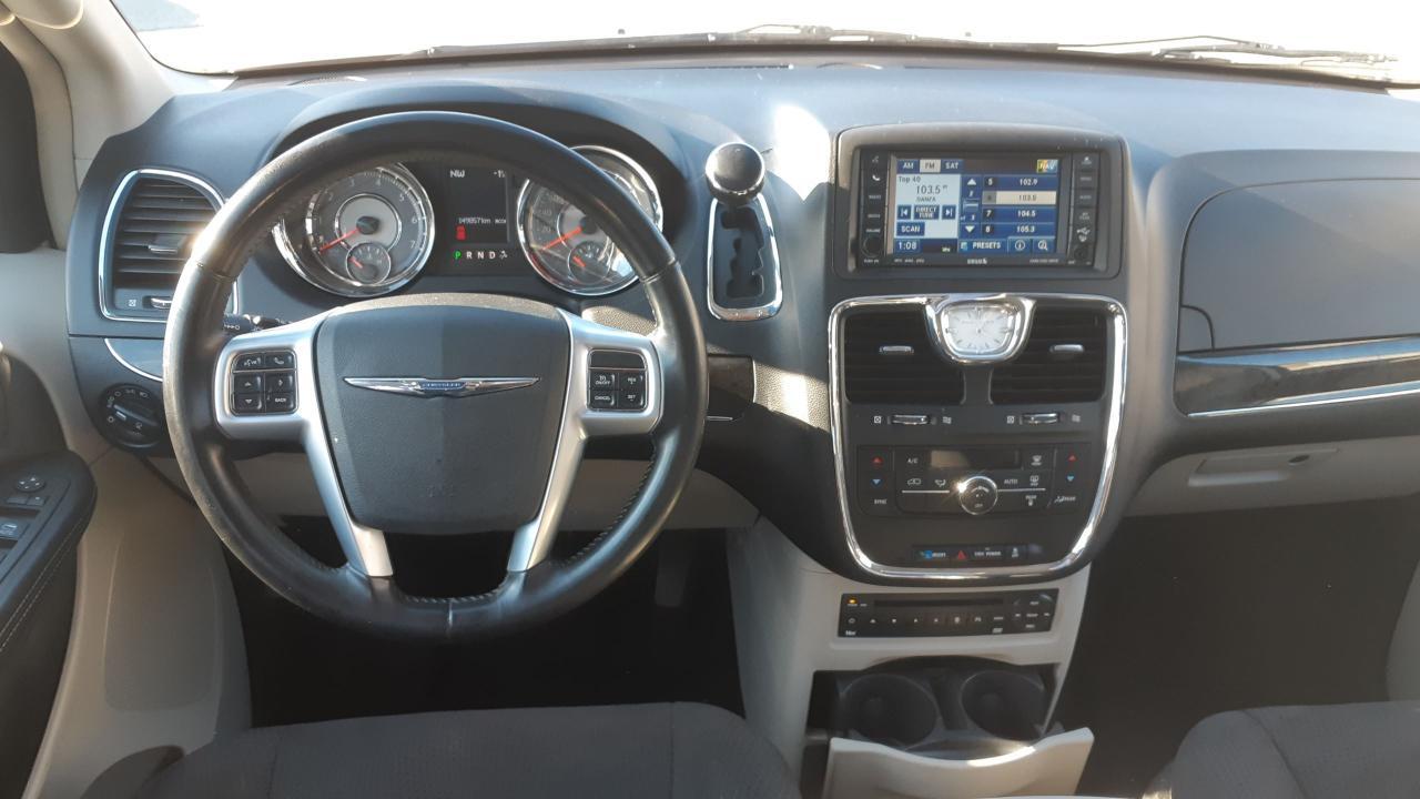 2011 Chrysler Town & Country TOURING w/Nav