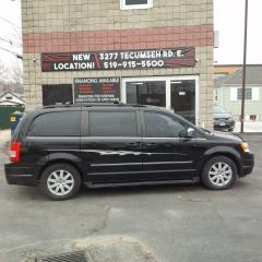 Used 2009 Chrysler Town & Country TOURING for sale in Windsor, ON