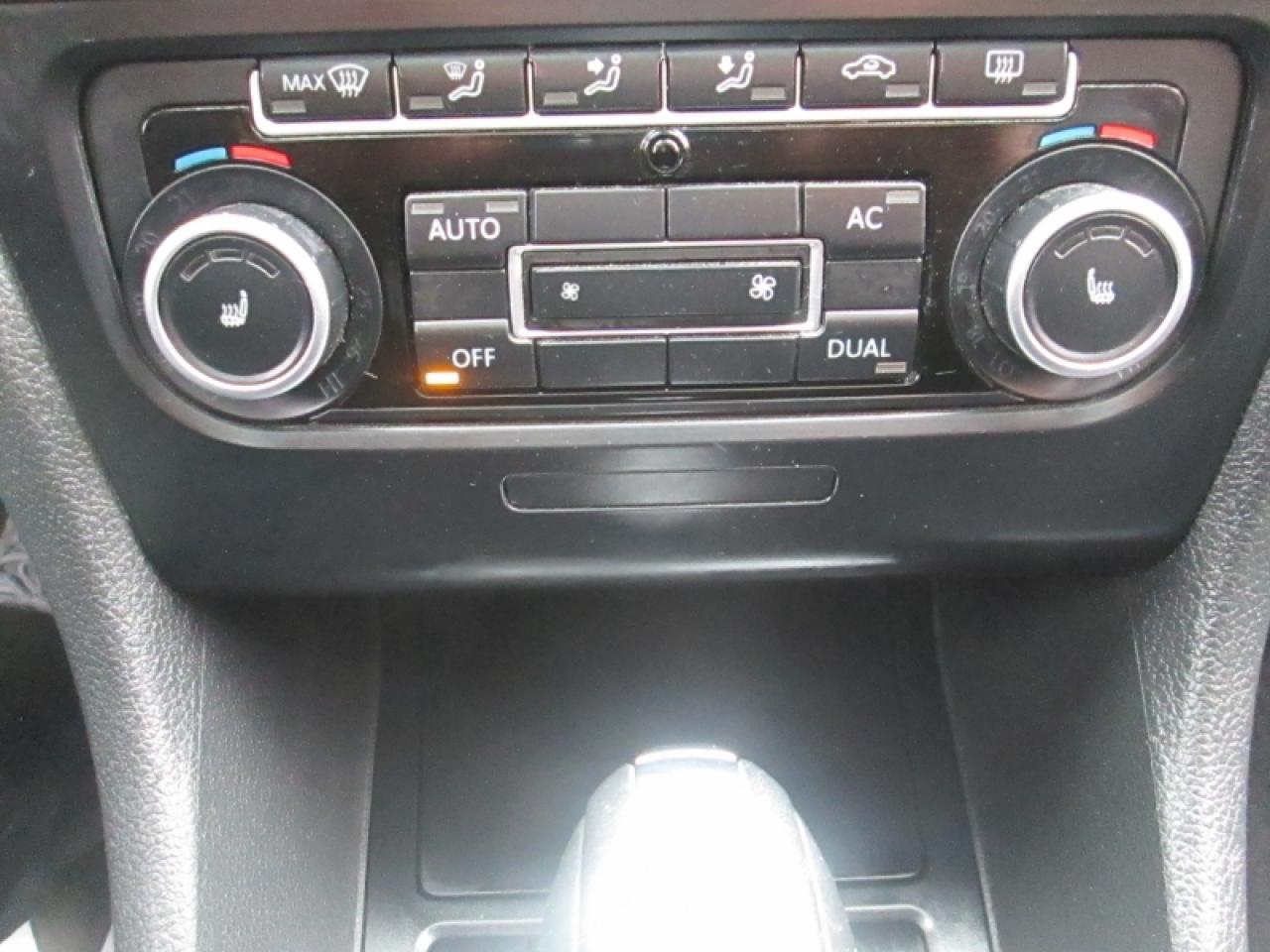 2012 Volkswagen Golf Wagon HIGHLINE | NAVIGATION  | LEATHER | SUNROOF | HEATED SEATS